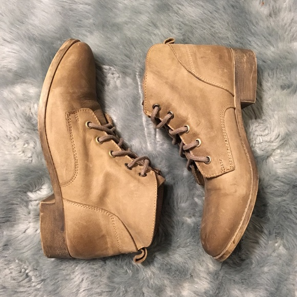 6a3629cafb1 Steve Madden Rubin Bootie Lace Up Ankle Combat. M 5b9473d84ab6337e56870ccd